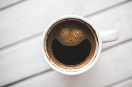 kava kofein trening doplnky tomax